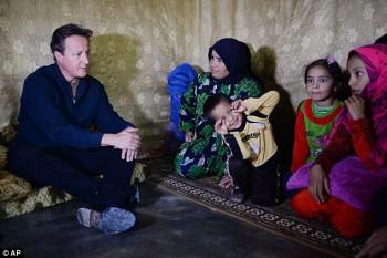 Advertencia: Como el primer ministro británico, David Cameron visitó refugiados sirios en campamentos en el Líbano esta semana, un ministro advirtió dos de cada 100 migrantes sirios de contrabando a Europa son fanáticos entrenados ISIS