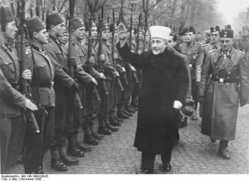 Al-Husseini-with-Bosnian-Muslim-SS-troops (2)