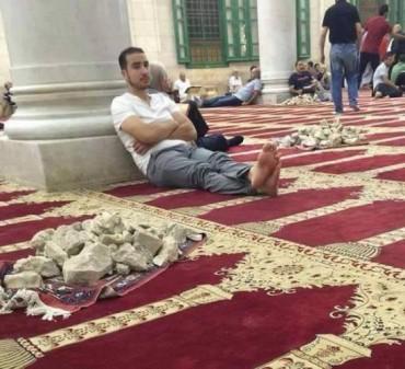 Asi usan la Mezquita del Monte del Templo los árabes