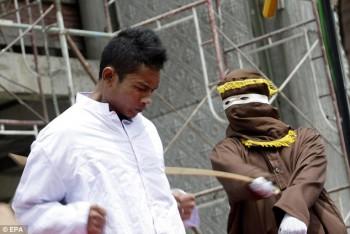 Banda Aceh turno de los hombres en ser azotados por la sharía
