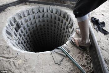 La entrada de un túnel en el lado de Gaza después de que las fuerzas egipcias les inundó.
