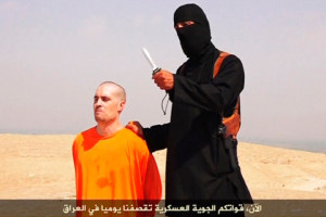 REUTERS IS UNABLE TO INDEPENDENTLY VERIFY THE CONTENT OF THIS VIDEO, WHICH HAS BEEN OBTAINED FROM A SOCIAL MEDIA WEBSITE. A masked Islamic State militant holding a knife speaks next to man purported to be U.S. journalist James Foley at an unknown location in this still file image from an undated video posted on a social media website. Britain is close to identifying a suspected British national shown beheading American journalist James Foley in a video released by Islamic State militants last week, the British ambassador to the United States said on August 24, 2014. REUTERS/Social Media Website via REUTERS TV/Files (Tags: - Tags: CIVIL UNREST MEDIA TPX IMAGES OF THE DAY) ATTENTION EDITORS - THIS PICTURE WAS PROVIDED BY A THIRD PARTY. REUTERS IS UNABLE TO INDEPENDENTLY VERIFY THE AUTHENTICITY, CONTENT, LOCATION OR DATE OF THIS IMAGE. THIS PICTURE IS DISTRIBUTED EXACTLY AS RECEIVED BY REUTERS, AS A SERVICE TO CLIENTS. FOR EDITORIAL USE ONLY. NOT FOR SALE FOR MARKETING OR ADVERTISING CAMPAIGNS. NO SALES. NO ARCHIVES