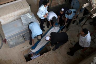 jerusalen entierro del profesor apedreado en Rosh Hashaná