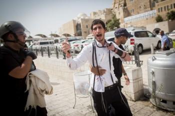 Un joven israelí que fue perseguido y atacado en la Ciudad Vieja de Jerusalén el 13 de septiembre de 2015. (Foto por Yonatan Sindel / Flash90)