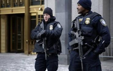 Policias de NYC fuertemente armados en busca de terroristas islamicos