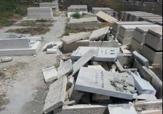 Profanan la tumba del abuelo de Bibi
