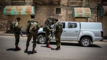 Soldados-israelíes-en-Hebron-10.06.15-Garret-Mills-Flash90