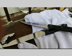 Cuchillos encontrados en el bolso de las terroristas