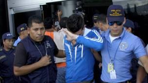 Las autoridades hondureñas están intentando establecer las verdaderas identidades de los detenidos.