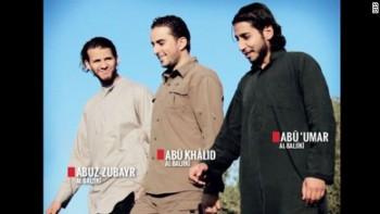 Abaaoud, junto a otros dos yihadistas en un paisaje típico de Oriente Próximo. Dabiq