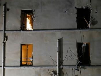 Fachada del edificio tras la operación policial. Gonzalo Fuentes Reuters