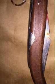 Una imagen de un cuchillo presuntamente utilizado por Muhammad Tarada en un ataque terrorista punzante en Kiryat Gat, el 21 de noviembre de 2015. (Policía de Israel)
