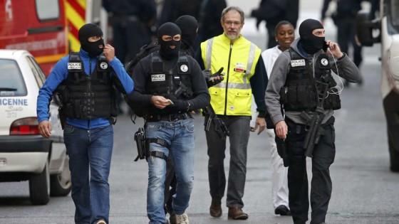 Miembros-Policia-judicial-Saint-Denis_80501988_194521_854x480