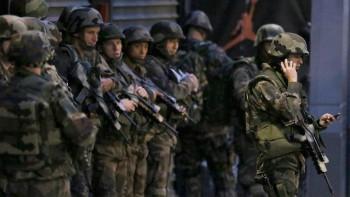 Soldados se encargaron de controlar el perímetro de seguridad. Christian Hartmann Reuters