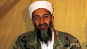 """Esta foto sin fecha muestra al líder de Al-Qaeda, Osama Bin Laden en Afganistán. (Foto: AP) [NT. Goal: Este tambien tenía careto de tener una larga y """"penosa"""" enfermedad... uuuhhh XD"""