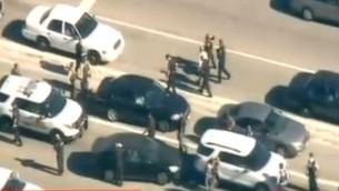 Las fuerzas de seguridad en el lugar del tiroteo en California el 2 de diciembre de 2015 (captura de pantalla: CNN)