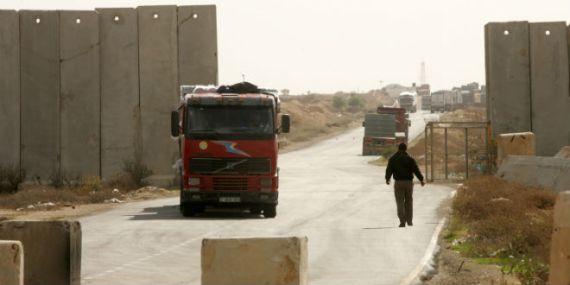 keren-shalom-border-crossing-gaza-israel-truck