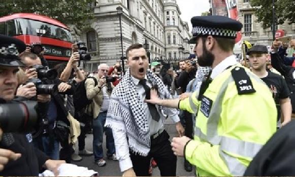 Manifestantes anti-israelíes chocan con la policía en Londres archivo