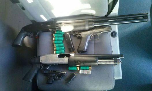 armas-incautadas-en-uno-de-los-vehiculos-que-desataron-una-falsa-alarma-en-barcelona-foto-el-confidencial