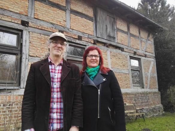 Birgit Lohmeyer, junto a su marido Horst, en el pueblo de Jamel foto Antonio Martínez.