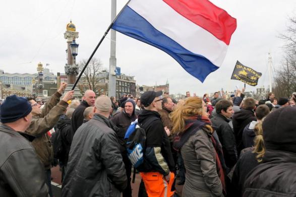 holandeses-de-una-faccion-del-grupo--pegida-durante-una-marcha-amsterdam-reuters