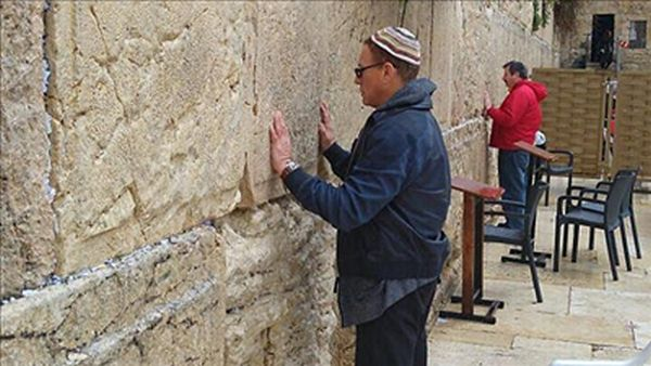 Jean-Claude-Van-Damme-in-Jerusalem-Israel-_kotel