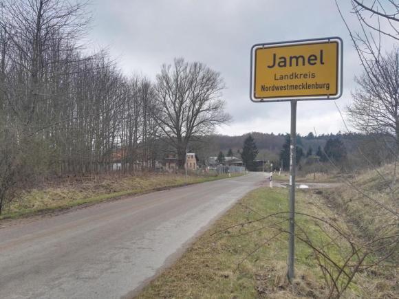 La entrada de Jamel, el pueblo nazi en la Alemania actual (Antonio Martínez).