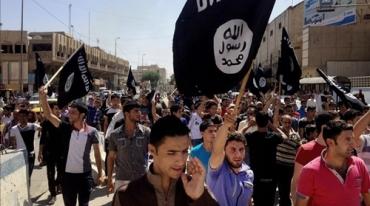 manifestantes-gritan-consignas-favor-del-estado-islamico-con-banderas-organizacion-mosul-360-kilometros-noroeste-bagdad-irak-junio-del-2014-1457974271683.jpg