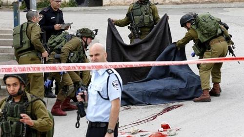un-soldado-israeli-dispara-en-la-cabeza-a-un-palestino-ya-abatido-en-hebron-900x506.jpg