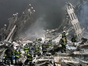 Los bomberos en la Zona Cero. AP  Shawn Baldwin