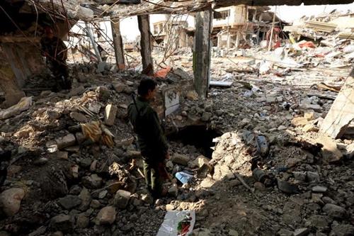 un-combatiente-peshmerga-inspecciona-un-tunel-usado-por-el-isis-en-la-ciudad-de-sinjar-en-irak-el-1-de-diciembre-de-2015-reuters.jpg