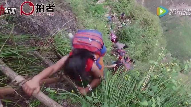 aterradora-escalada-llegar-colegio-China_920619475_106218812_667x375