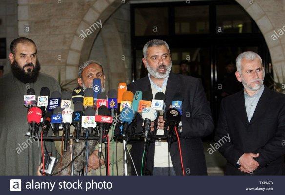 los-dirigentes-de-hamas-saeed-seyam-r-ismail-haniyeh-2nd-r-mahmoud-al-zahar-2nd-l-y-nizar-rayan-asistir-a-una-conferencia-de-p8991834703929170730.jpg